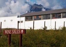 Sinal das vendas do vinho na exploração agrícola do vinho Foto de Stock