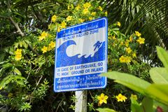 Sinal de aviso da zona do perigo do tsunami Fotografia de Stock Royalty Free