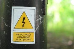 Sinal de aviso de alta tensão Fotografia de Stock