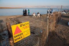 Sinal de aviso do Mar Morto imagem de stock