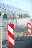 Sinal de aviso fechado da estrada dos sinais de tráfego Imagens de Stock Royalty Free