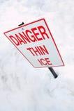 Sinal de aviso fino do gelo Fotografia de Stock Royalty Free