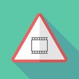 Sinal de aviso longo da sombra com uma tira fotográfica do filme de 35mm ilustração do vetor