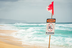Sinal de aviso: nenhuma natação Imagem de Stock Royalty Free