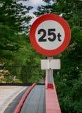 Sinal de aviso no corrimão Foto de Stock