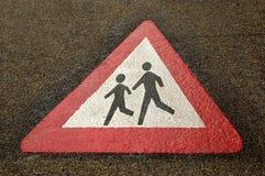 Sinal de aviso no pavimento Fotografia de Stock