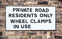 Sinal de aviso para a estrada confidencial imagem de stock