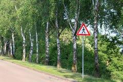 Sinal de aviso/pedestres da estrada imagens de stock