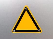 Sinal de aviso vazio em uma superfície de metal Imagens de Stock Royalty Free