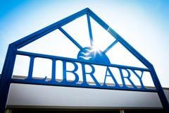 Sinal de biblioteca Imagem de Stock Royalty Free