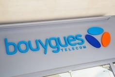 Sinal de Bouygues Telecom, um fornecedor francês principal de telecommunic Imagem de Stock