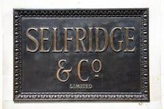 Sinal de bronze de Selfridges Fotografia de Stock Royalty Free
