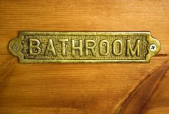 Sinal de bronze do banheiro imagens de stock