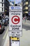 Sinal de carregamento da zona da congestão de Londres Imagens de Stock
