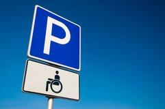 Sinal de estacionamento incapacitado Imagens de Stock