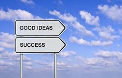 Sinal de estrada às bons ideias e sucesso Fotos de Stock