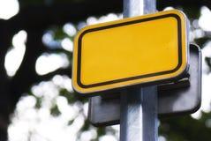 Sinal de estrada amarelo brilhante fotos de stock