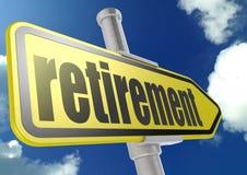 Sinal de estrada amarelo com palavra da aposentadoria sob o céu azul Fotografia de Stock