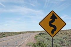 Sinal de estrada da curva adiante Fotografia de Stock Royalty Free