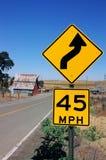 Sinal de estrada de advertência da curva Fotos de Stock Royalty Free