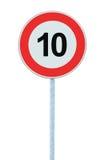 Sinal de estrada de advertência da zona do limite de velocidade, isolado 10 quilômetros proibitivos da ordem máxima da limitação  Fotos de Stock Royalty Free