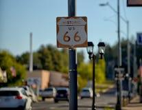 Sinal de estrada de um estado a outro de Route 66 Imagens de Stock Royalty Free