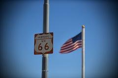 Sinal de estrada de um estado a outro histórico de Route 66 Imagem de Stock