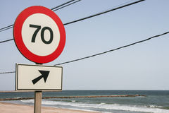 Sinal de estrada do limite de velocidade a 70 Imagem de Stock Royalty Free