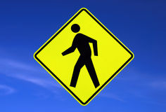 Sinal de estrada dos pedestres Fotografia de Stock Royalty Free