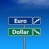 Sinal de estrada, euro acima, dólar para baixo Foto de Stock