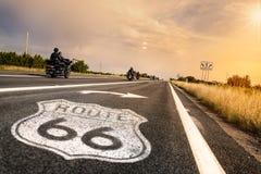 Sinal de estrada histórico da rota 66 Fotografia de Stock Royalty Free