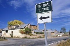 Sinal de estrada na estrada nacional a Taos, nanômetro imagens de stock