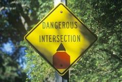 Sinal de estrada perigoso da interseção Fotos de Stock Royalty Free