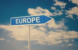 Sinal de Europa com as nuvens como o fundo Fotografia de Stock