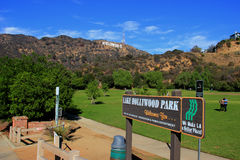 Sinal de Hollywood no lago Hollywood Park Foto de Stock Royalty Free