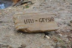 Sinal de Litli-Geysir em uma rocha Foto de Stock