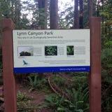 Sinal de Lynn Canyon Park imagens de stock royalty free
