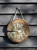 Sinal de madeira do log que lê o Croft foto de stock