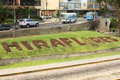 Sinal de Miraflores no gramado em Lima, Peru Fotos de Stock