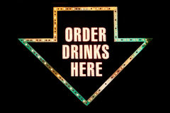 Sinal de néon da bebida Imagens de Stock Royalty Free