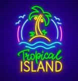 Sinal de néon da ilha tropical com ícone da palma Foto de Stock Royalty Free