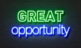 Sinal de néon de grande oportunidade no fundo da parede de tijolo Imagem de Stock Royalty Free