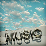 Sinal de néon envelhecido e vestido da música da foto do vintage Imagens de Stock