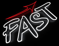 Sinal de néon rápido Fotos de Stock Royalty Free
