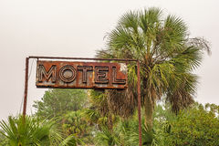 Sinal de néon rústico do motel imagem de stock royalty free