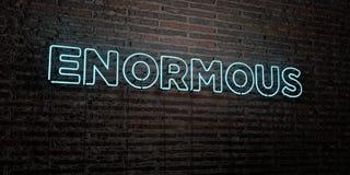- Sinal de néon realístico no fundo da parede de tijolo - 3D ENORME rendeu a imagem conservada em estoque livre dos direitos ilustração stock