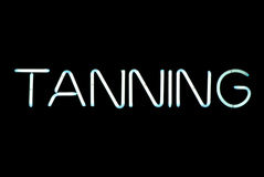 Sinal de néon Tanning fotografia de stock royalty free