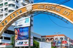 Sinal de Pattaya a cidade extrema Fotos de Stock Royalty Free