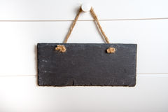Sinal de pedra que pendura na porta Imagens de Stock Royalty Free