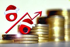 Sinal de por cento vermelho em um fundo do dinheiro Imagem de Stock Royalty Free